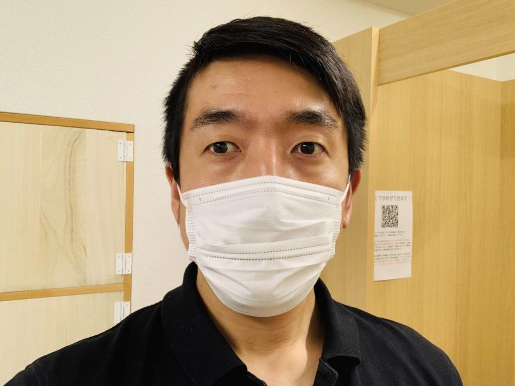 施術中はマスクをしています